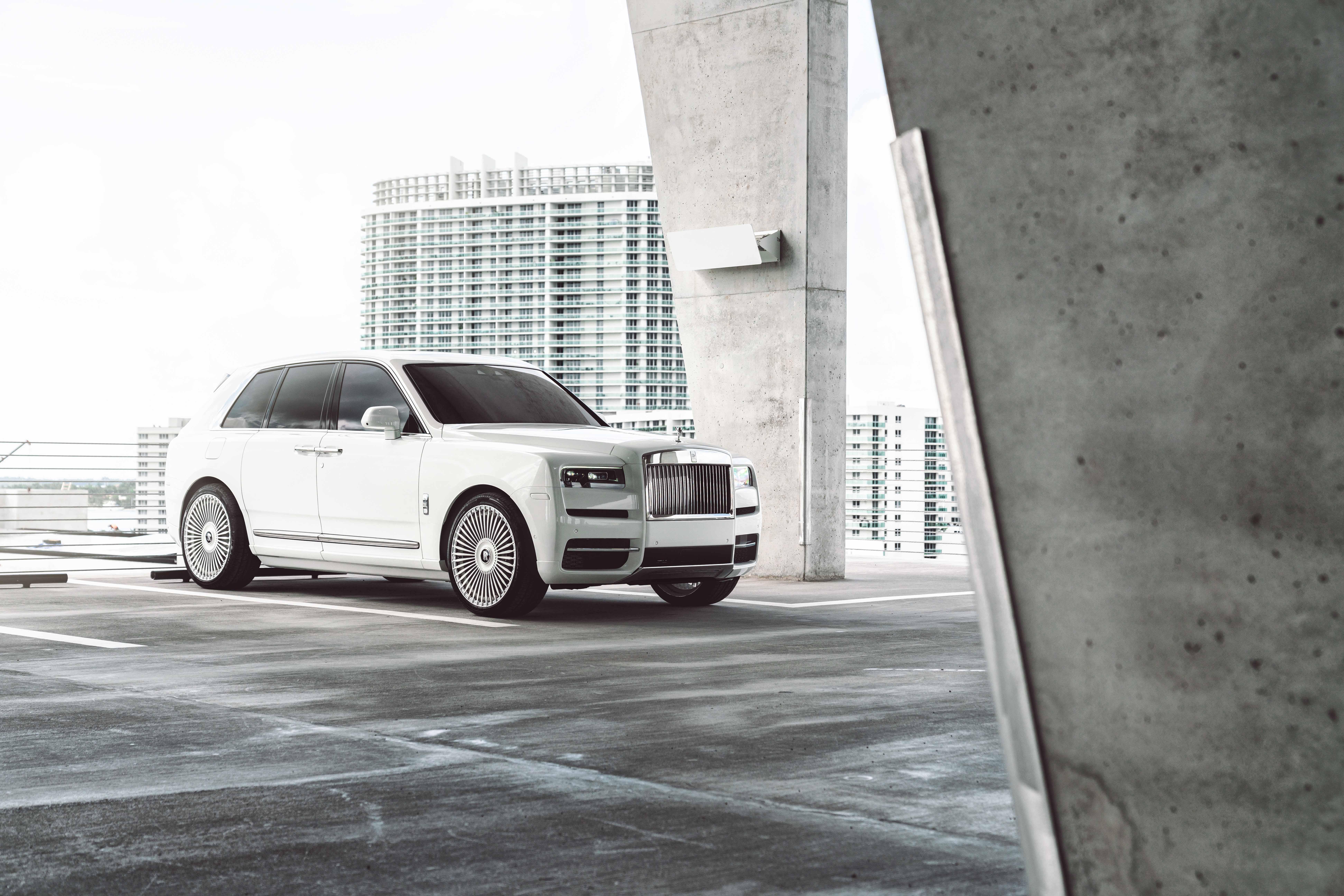 Rolls-Royce Cullinan on AG Luxury Wheels AGL45