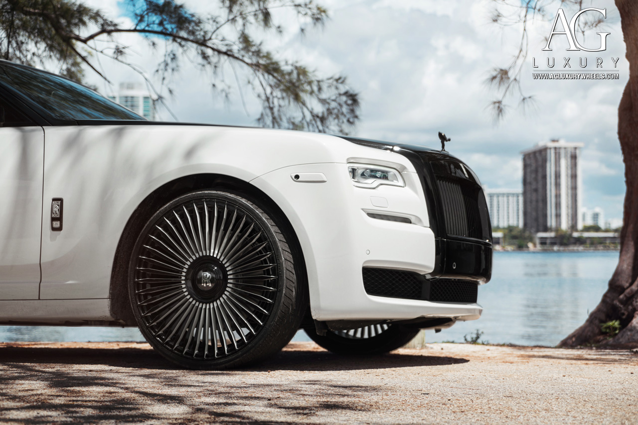 white two tone rolls royce wraith 24 inch forged monoblock concave spoke two tone wheels